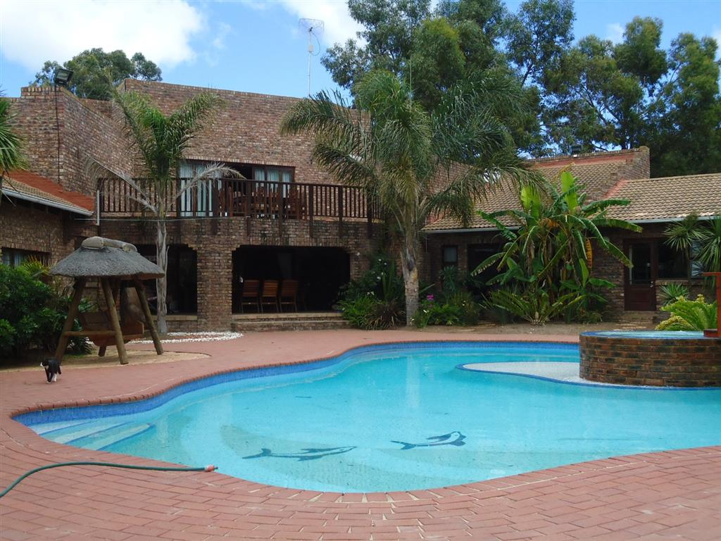 9 Bedroom  House for Sale in Port Elizabeth - Eastern Cape