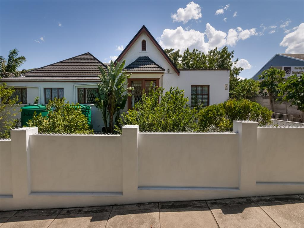 4 Bedroom  House for Sale in Uitenhage - Eastern Cape
