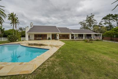 4 Bedroom House for Sale in Weybridge Park, Port Elizabeth - Eastern Cape