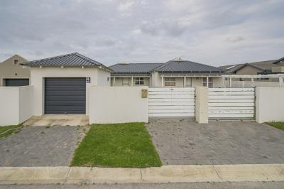 2 Bedroom House for Sale in Pinelands, Port Elizabeth - Eastern Cape