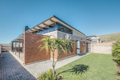 3 Bedroom House for Sale in Kamma Heights, Port Elizabeth - Eastern Cape